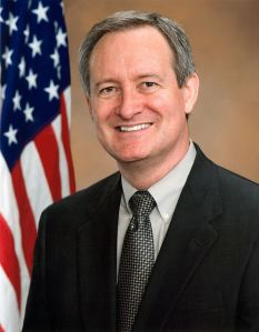 800px-mike_crapo_official_photo_110th_congress
